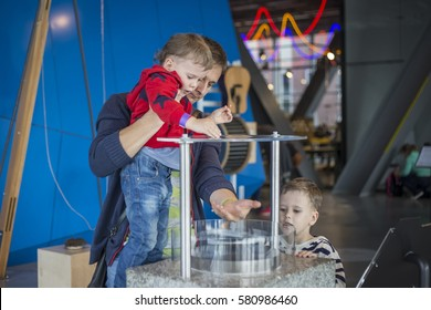 Kids in science center