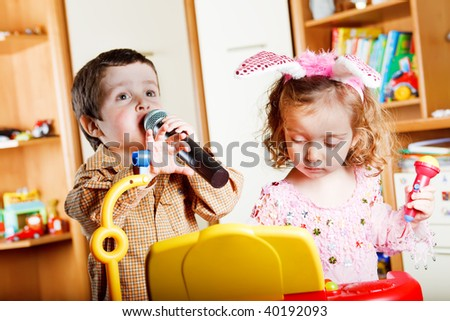 Kids singing and playing a toy piano