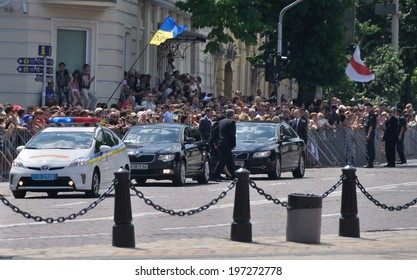 KIEV, UKRAINE � 08 JUNE 2014: The cortege of VIP-guests arrives on the inauguration of Ukrainian President and commander-in-chief Petro Poroshenko on June 08, 2014 in Kiev, Ukraine.