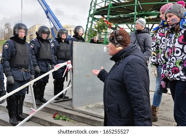 KIEV, UKRAINE � 30 NOVEMBER 2013: Unknown demonstrators swear with unknown police-officers on the Independence square after dispersal of proeuropean meeting on November 30, 2013 in Kiev, Ukraine.