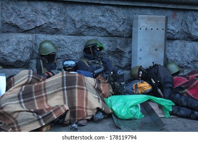 KIEV, UKRAINE - FEB 19, 2014: Protesters are resting at the morning after hard confrontation with police on Independance square.