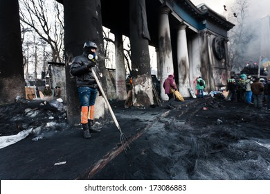 KIEV, UKRAINE - JANUARY 25, 2014: Unknown people at the Grushevskogo street near Independenxe square during Ukrainian revolution on January 25, 2014 in Kiev, Ukraine.