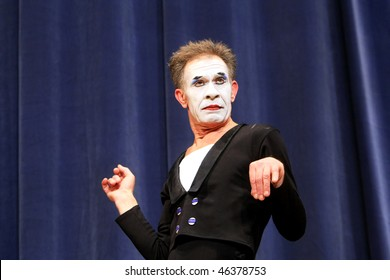 """KIEV, UKRAINE - MARCH 11: Ukrainian mime Oleh Yemtsev performs his classical pantomime show called """"Marcel Marceau's Successors"""" at the Actor's House on March 11, 2008 in Kiev, Ukriane"""