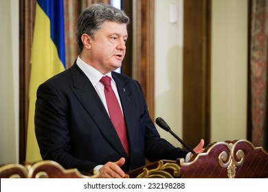 KIEV, UKRAINE - NOV 21, 2014:  President of Ukraine  Petro Poroshenko during a meeting with Vice President of USA Joe Biden in Kiev