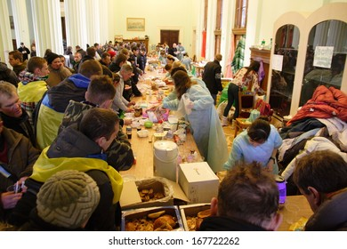 KIEV, UKRAINE-DECEMBER 5, 2013: Distribution of free food for the protesters in the building of the Kiev city hall.