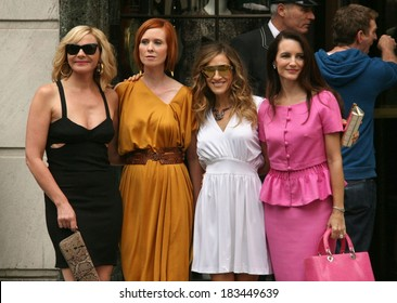 Kim Cattrall, Cynthia Nixon, Sarah Jessica Parker, Kristin Davis on location for SEX AND THE CITY 2 Movie Film Shoot, Manhattan, New York, NY August 9, 2009