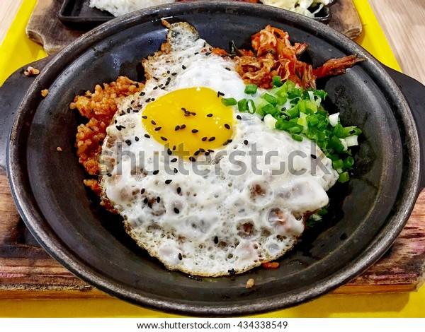 kimchi fried rice rice with fried egg