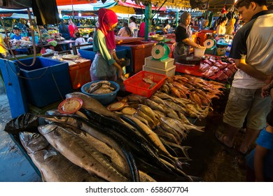 KINABALU,MALAYSIA - 4 May 2017: Nightly Fish market, located next to the Fillipino market, sell many kind of fresh seafood.