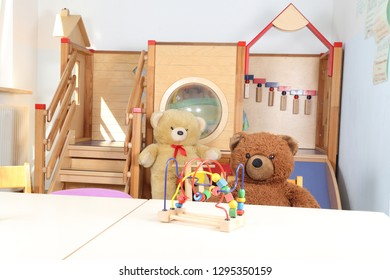 Kindergarten without staff only toys