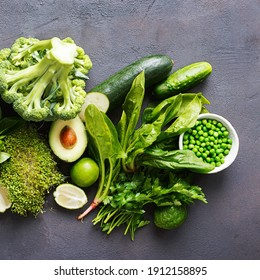 kinds of green vegetables on the table