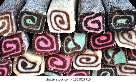 kinds of types snack coconut roll flavour vanilla,chocolate,starwberry,and Screwpine leaf