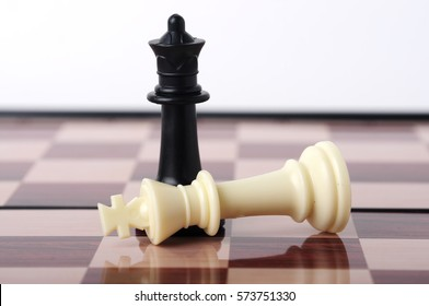 King at the Feet of Queen, Black Win