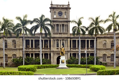 King Kamehameha statue in front of Ali'iolani Hale, Historic Downtown Honolulu.