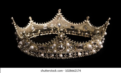 A King or Queen's Light Gold Crown
