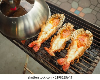 King river prawns are cooked using a charcoal stove.  When the shrimp was cooked, the meat will be soft and firm. The shrimp head will be in creamy orangy colour with an extremely good taste.