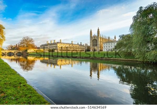 キングス・カレッジとカム・リバーは、イギリスのケンブリッジで午前に見た