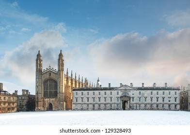 KIng's College Chapel in Cambridge and Gibbs' Building seen from the river Cam. Erected in 1532-36, the chapel is one of the finest examples of late Gothic English architecture.