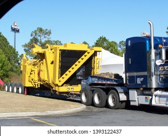 Kingsland Georgia USA February, 2 2009: Oversize load exit 1 truck stop