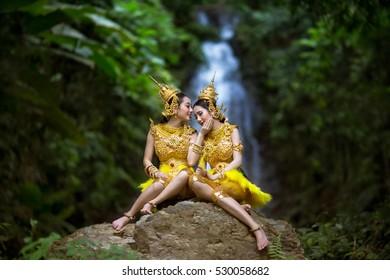 Kinnari sisters