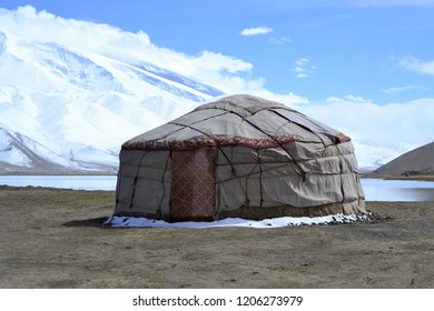 Kirgiz yurt on the shore of the Karakul lake in Karakorum highway, Xinjiang, China