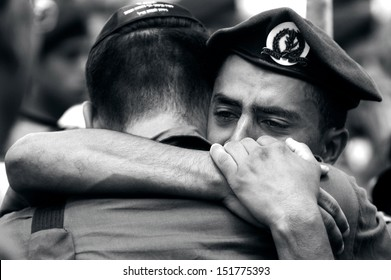 KIRYAT MALACHI, ISR - JULY 07:Israeli soldiers grief for the lost their comrade in arms on  July 7 2006.Israel has suffered over 20,000 troops killed and 75,000 wounded since 1948.