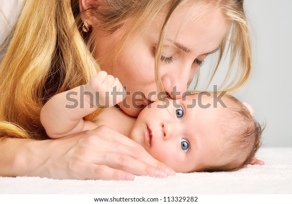 kiss of mother