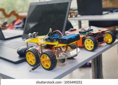 Kit models and laptops on the table on robotics. Education