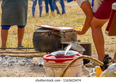 kitchen to cook in firewood, is portable and is typical in the Peruvian Andes