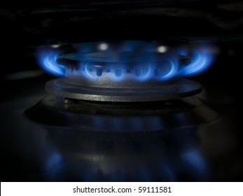 Kitchen range burning gas