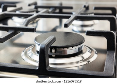 Kitchen surface in stainless steel with cast iron grill.