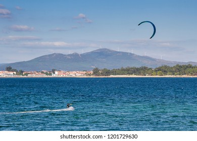 Kite surfing in Arousa bay with Xiabre mount at background