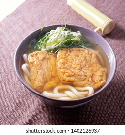 Kitsune Udon (wheat noodles in soup, topped with deep-fried tofu)