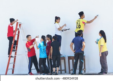 Kiulu Sabah Malaysia - Sep 5, 2016 : A group of school student painting a wall at Kiulu Sabah. Outdoor activity and community services is a part of school curriculum in Malaysia.