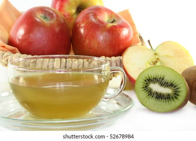 Kiwi apple tea with fresh apple and kiwi