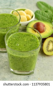 Kiwi avocado banana spinach green smoothie