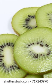 Kiwi fruit slices in a bowl.