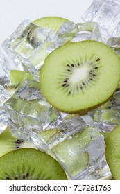 Kiwi fruit slices in a bowl with ice cubes.