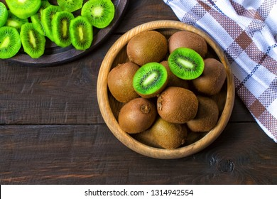 kiwi fruit in a wooden bowl close-up.  kiwi is the top view. background with kiwi.