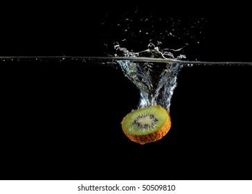 kiwi splash in water