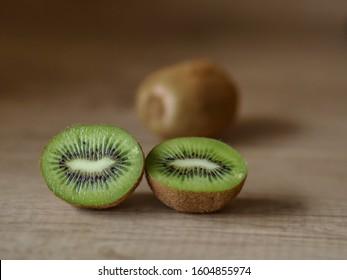 Kiwifruit (Actinidia deliciosa) sliced in half