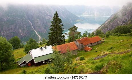 Kjeasen farm with view on Eidfjord, the most popular farm in Norway