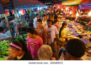 KL, MALAYSIA- JUNE 6, 2014 : Low income crowd at a outdoor night wet market in Kuala Lumpur, Malaysia. Outdoor market provide better income for hawker due to cheaper avenue and less fuzzy buyers.