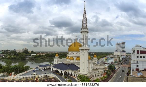 KLANG, SELANGOR, MALAYSIA, FEBRUARY 10 2017 : Panoramic Klang town from mosque (Masjid Bandar Diraja Klang) on cloudy daylight