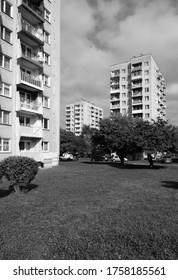 Klasyczne bloki mieszkalne wybudowany w latach 70. Krajobraz socjalistycznej dzielnicy Krakowa - Shutterstock ID 1758185561