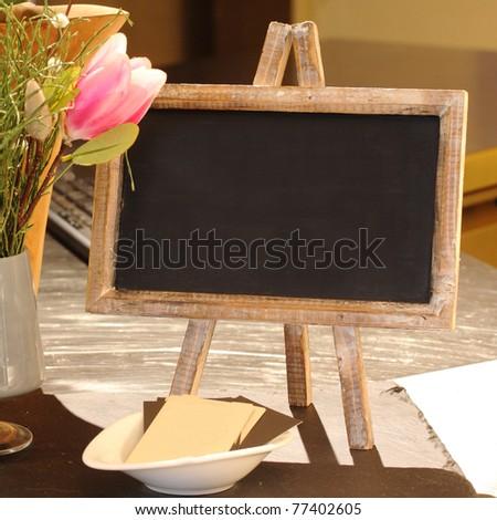 Kleine Tafel Auf Einem Tisch Mit Stock Photo Edit Now 77402605