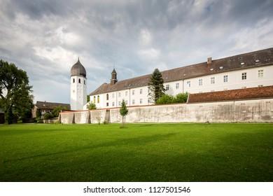 Kloster Frauenchiemsee auf der Fraueninsel im Chiemsee, Bayern