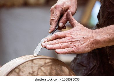 Knife sharpening in the traditional way