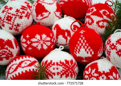 Knitted balls for New Year and Christmas tree decoration
