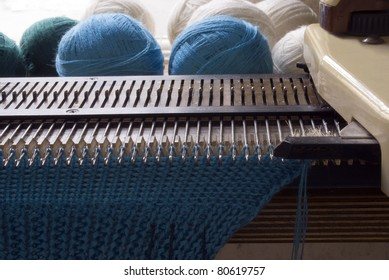 knitting machine with knitted cloth and clews