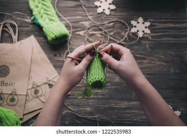 knitting winter mittens